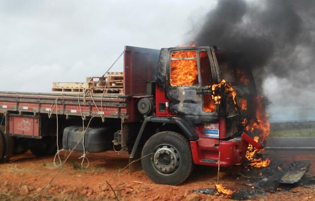 incendio em caminhão br 116 norte