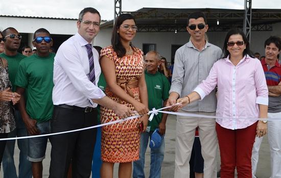 Kleuber Cedraz e Gilka Carneiro secretários municipais, de Administração e Agricultura e Meio Ambiente (a direita) representaram o prefeito Assis.