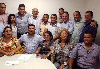 Em recente visita aos candidatos o prefeito levou uma grande comitiva.