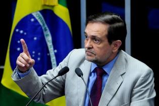 Walter Pinheiro vinha se destacando no Senado e havia deixado o PT recentemente