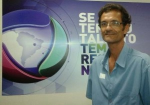 No programa que vai contar a verdadeira história do cantor Amado Batista, Renildo interpreta o ídolo da música romântica na juventude