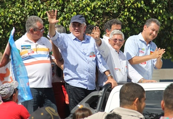 Coronel durante carreata de Rui por Monte Santo ao lado de Otto, Jorge Andrade e Rui Costa.