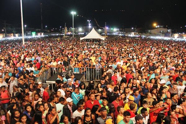A festa este ano não teve as atrações de peso como em anos anteriores, mas o público sim.