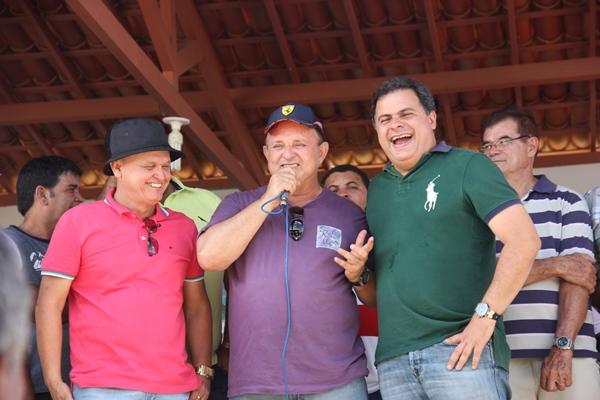 Adolfo Meneses brincou ao dizer que no momento que achou que ia descansar e tomar um  whisky as lideranças de oposição já iniciam uma pré-campanha com o nome de Zé filho.