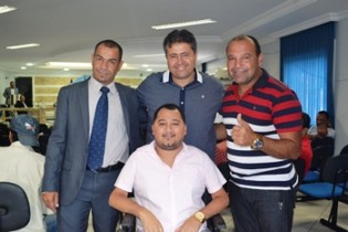 Equipe de apoio em Capim Grosso comemora a vitória.