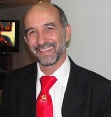 Álvaro não conseguiu alcançar seu quarto mandato, mas continua o trabalho de verdadeiro parlamentar até 31 de janeiro de 2015.