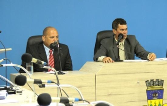 Araújo (E) está atualmente na vice presidência e pretende ocupar a cadeira mais alta.