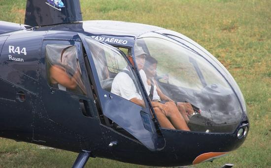 Lotação máxima quatro pessoas com o piloto.