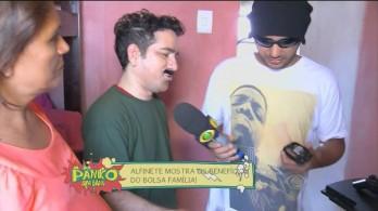 """O humorístico Pânico na Band exibiu, na noite deste domingo (2), uma reportagem em que o humorista """"Alfinete"""" teria ido até a cidade de Araci"""