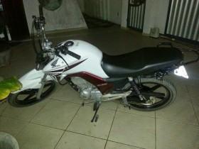 A moto Honda CG 150 foi roubado no dia 3 deste mês.
