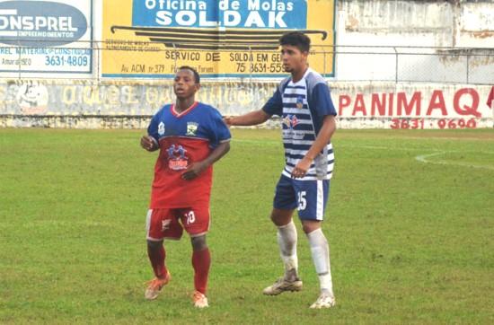 Numa tarde inspirada Robinho fez os dois gols da vitória.