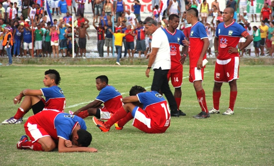 Jogadores desabaram após a derrota nos pênaltis.