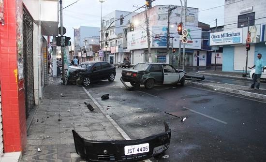 colisão no semáforo