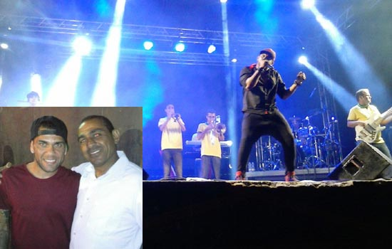 No destaque Edson Oliveira pai de Wallace do Flamengo ao lado de Daniel. O vocalista é Ney Alves do Forró da Hora.