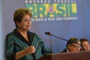 No início do mês, o ministro da Educação, Renato Janine Ribeiro, disse que não há dinheiro para a assinatura de novos contratos este semestre.