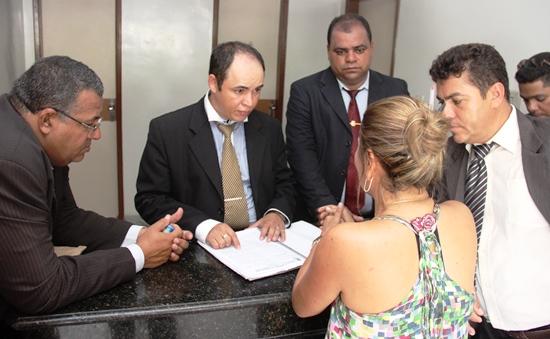 Vereador Cirilo (E), Júnior, Newiton e Dió garantem que ainda não está definida a eleição a favor da situação.