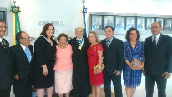Família Cedraz Oliveira. Da esquerda para a direita: Gildo, Nenenzinho, Eliana (esposa de Aroldo), Mariá, Aroldo, Zélia, Eduardo, Maria José e Zenóbio.
