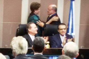 Presidente Dilma cumprimenta Aroldo Cedraz.