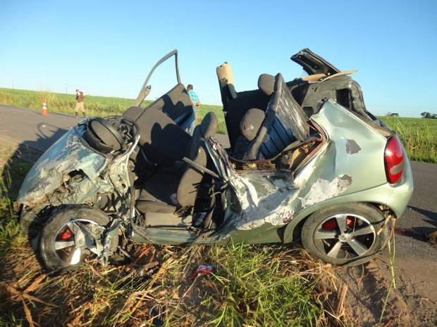 carro estragado batida