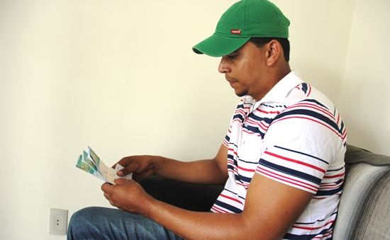 Mauricio perdeu tempo numa barbearia e quando chegou a lotérica estava fechada.