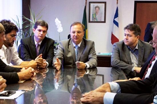 Alex em reunião FOTO ASCOM SESAB