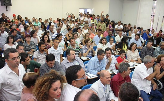 Auditório não comportou a quantidade de pessoas que foi conhecer o andamento do projeto.