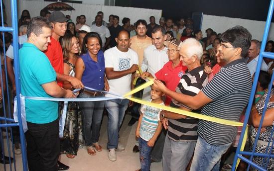 Alexnaldo ao lado do direito do prefeito Assis.