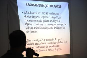 """Antes de decidirem pela greve os professores """"receberam aula"""" sobre regulamentação."""