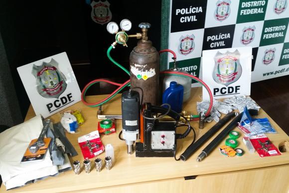 material usado em assalto a caixas eletrônicos