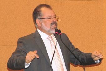 Nilo diz que racha com a bancada não quer dizer que atingirá relação com governador Rui Costa.