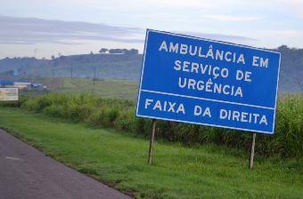Motoristas devem ficar atentos a placa informando o tráfego livre.