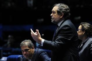 Senador Walter Pinheiro é autor da PEC 35/2014, que propõe uma ampla Reforma com o fim da reeleição, mandato de cinco anos para chefes do Executivo e parlamentares (encurtando, portanto, o mandato de oito anos dos senadores)