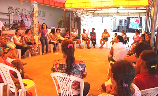 Roda de conversa sobre organização feminista realizada pelo CESOL