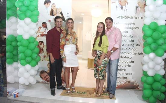 Enfermeiras comemoram a inauguração ao lado dos respectivos esposos advogados; Poliana e Eustórgio Resedá e Ana Clara e