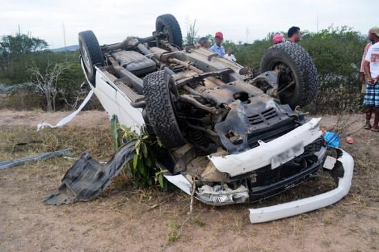 Hilux totalmente destruída após colidir em moto. / Foto: Noticias de Santaluz