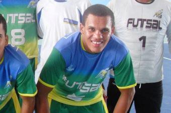 Dean em competição de Futsal