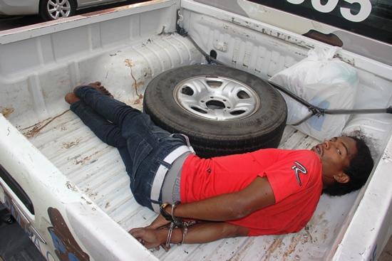 Um dos bandidos detido quando se preparava para entrar na joalheria