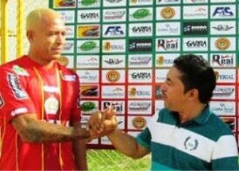 Junior esteve no Juazeirense no ano passado e em sua estreia contra o Vitória no Barradão marcou dois gols.