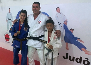 Sensei Vladson ao lado dos campeões