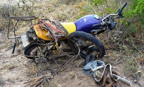 Estado da motocicleta após o acidente./ Foto : Noticias de Santaluz