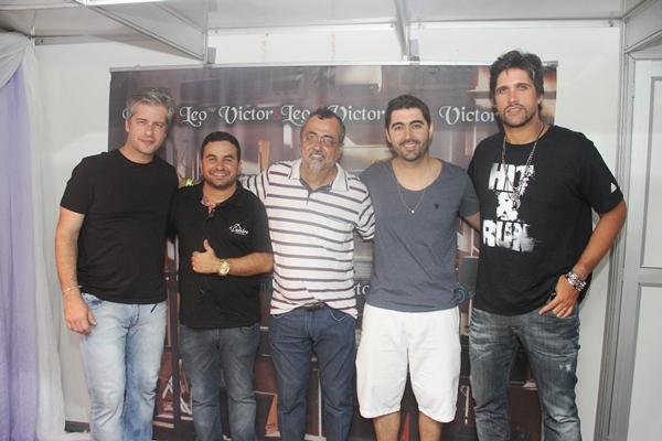 Esquerda para a direita: Victor, Thiago, Ismael, Iran e Léo.