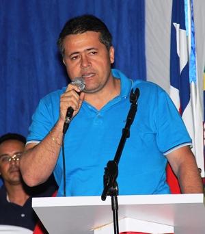 Alex, mesmo contrariando grande parte do seu partido está firme no apoio a Assis, Rui e Dilma.