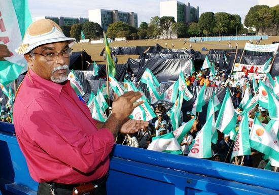 Manoel dos Santos quando presidiu a Contag no tradicional Grito da Terra Brasil =, em Brasilia - foto: Raimundo Mascarenhas