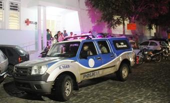 Policia Militar esteve no hospital pata colher informações que pudessem ajudar a localizar os assassinos