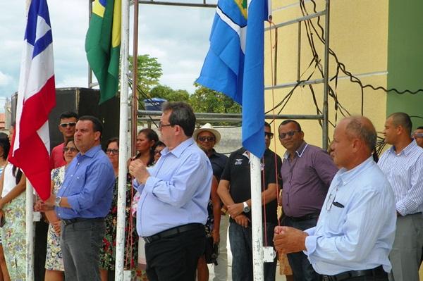 Hasteamento das bandeiras / foto: Rau Amambahi