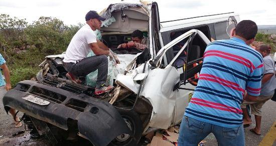 Apesar da gravidade o motorista permaneceu consciente enquanto recebia socorro.