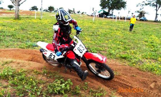 Piloto Jhon Motos competido no Motocross com a moto que foi roubada
