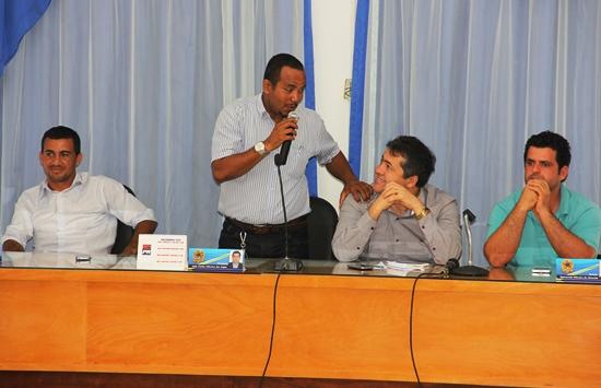 Prefeito Adriano não votou em Alex,mas demostrou ter simpatia com ele, que mesmo sendo do PMDB apoia o Governo Rui.