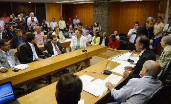 Fátima citou muitas situações que vem a prejudicar a população e os municípios.