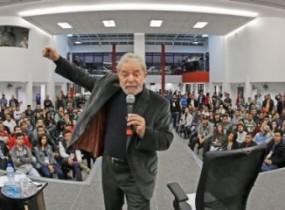 """""""Devia ter chamado o movimento sindical e feito um acordo"""", disse Lula"""
